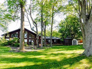 Luxurious Lake McKenzie Cabin Getaway ~ Recently Remodeled!