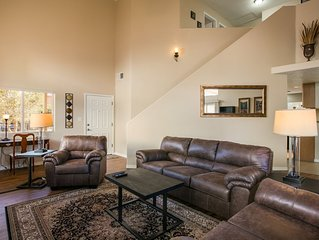 Cozy 4 BR with Hot Tub- Near Casino, Golf, I-25, Restaurants, and Entertainment