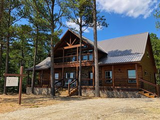 Phenomenal Views! Trophy Buck Lodge (New in 2019) 5 bed/5.5 bath Luxury Cabin