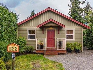Comfy Cottage at Oceanside Village Parksville, Pet Friendly--- No Cleaning Fee