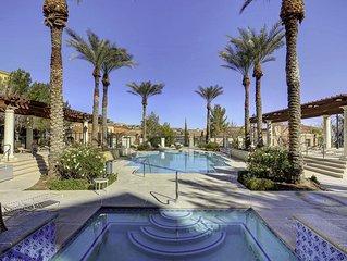 Lake Las Vegas Beautiful Poolside 2 bedroom condo. 20 min to The Strip.