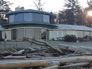Beautiful No Bank West Beach Waterfront Home