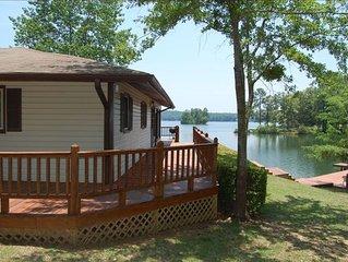 Cabin on Wisteria Lane,lake front,private dock