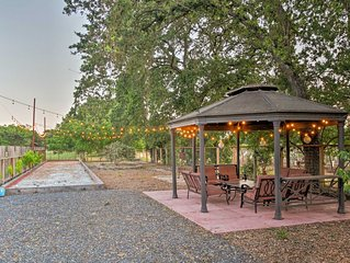 Main house of beautiful gated winemakers estate, 1 mile to Sonoma Town Square