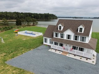 Waterfront 5BR/3.5BA with private pool, dock, fire pit, kayaks, beach Sleeps 18