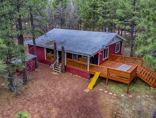SPECTACULAR SANCTUARY NESTLED IN THE PINES ON 1 ACRE-PETS WELCOME!