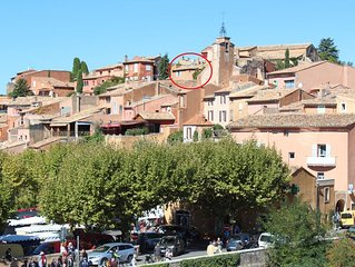 Beautiful 250 year old Village House in centre of Roussillon with stunning views