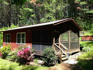 Broadwing Farm Cedar Cabin- Hot Tub with Fresh, Hot Mineral Water - 85 Acre Farm
