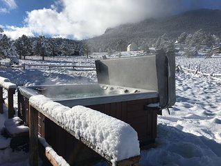 Beautiful Cabin w/Hot Tub -  Just Minutes Away from Estes Park and RMNP!