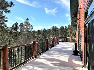 Lucky Chip Large Log Cabin 3 miles to Deadwood, Pool Table, Hot Tub, Wi-Fi, AC!