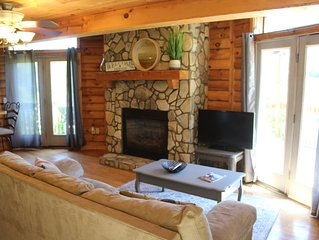 Romance w/ Fireplace & HOT TUB - UBER to downtown Boone!