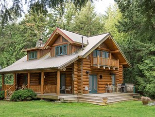 Spectacular, Contmeporary Log Cabin Retreat