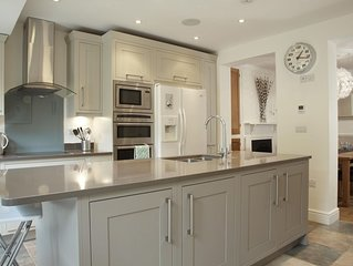 Luxury 4 Bedroom Cottage In Picturesque Riverside Town Of Marlow, nr London