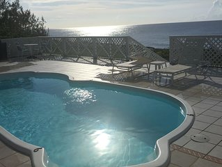 1000 FEET of Oceanfront Home w/ Pool -Famous Snorkel/Dive Site/free WIFI & Phone