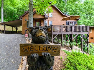 Black Bear Cabin, Beautiful Inside & Out, Nearby Creek, Gated, WIFI, Cable, HBO