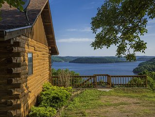 Lake Shore Cabin on Beaver Lake with Boat Dock & Swim Deck