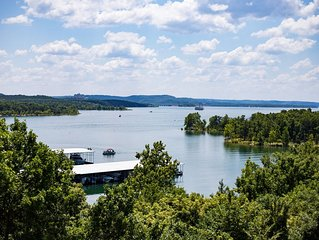 No Stairs!  AMAZING LAKE VIEW!  Just two miles from Silver Dollar City!