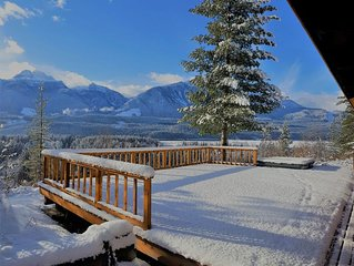 Revelstoke Vacation Lodge Sleeps 14. great for large groups and families