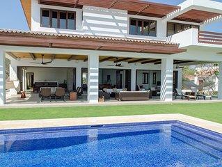 Captiva: Hacienda Iguana's Premier Surf-front Home (7bdr, 8bth, full deluxe)