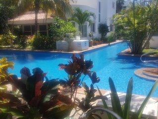 Private Pool/Beach Villa, modern meets Mexican Craftsmanship,10min walk town