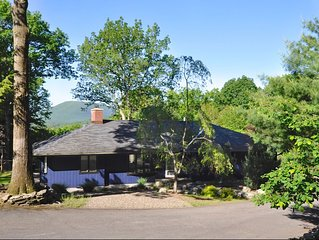 12 PVT ACRES Main House Sleeps 6 + 2 more in Opt. Guest House - Stone Fireplace