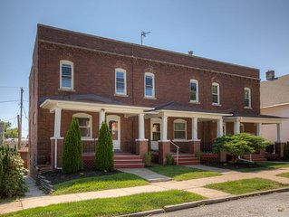 3509 Fabulous Midtown Townhome! Walk to TWO entertainment districts!