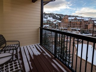 Walk to Slopes, Newer Unit, Biggest Hot Tub, Great Views !!