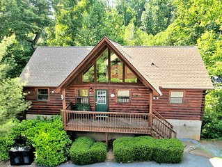 Large 4 BR Cabin 1 MILE FROM DOLLYWOOD! Jacuzzi Tub, Hot Tub and Pool Access