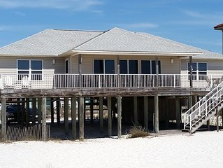 Dawson Beach House / Right on the Sugar White Sands of the Gulf of Mexico