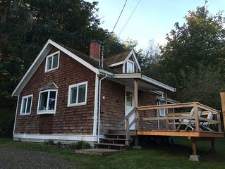 'Captain's Quarters' Waterfront Cottage on Fulford Harbour