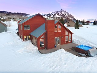 Fantastic Mountain Home Steps from Free Shuttle/Incredible Views/ Great Hot Tub!