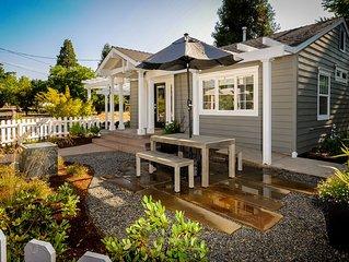 Beautiful Luxury Cottage. Walk To It All!