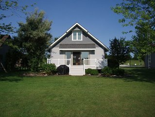 The Lake is Calling!  Lakefront Cottage Rental on Clear Lake, Indiana