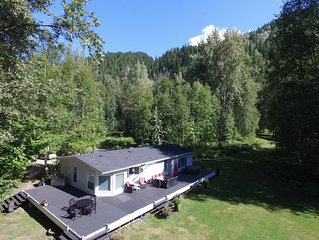 Secluded 20 Acre Property 5 Min From Ski Hill - Sleeps 6-10