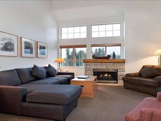 1.5BR Beautiful Comfi Condo right in Heart of Whistler Village facing Blackcomb
