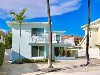 Beaches are open!! 3rd house from the Beach! Heated Pool!Luxury furnishings!