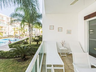 Costa Hermosa F102, Pool, BBQ, Gym, Walk to Beach Dining