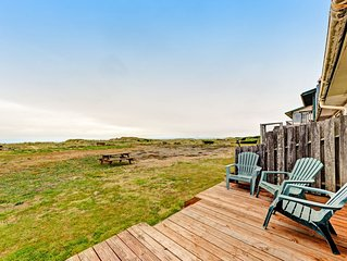 Oceanfront, dog-friendly motel suite with beach access & full kitchen!