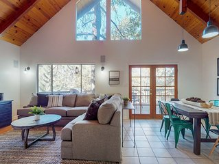 Dog-friendly, newly furnished home w/grill & wood fireplace