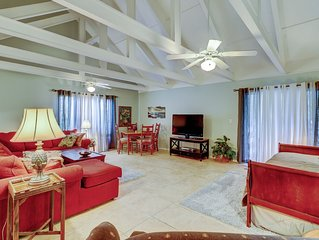Comfortable condo w/ shared pool, short walk to the beach!