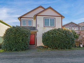 Dog-friendly townhouse near the ocean w/ gas fireplace & partial water views