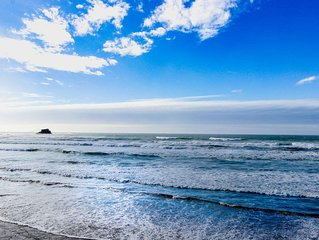 Dog-friendly, oceanfront motel suite w/ deck, beach access & full kitchen!