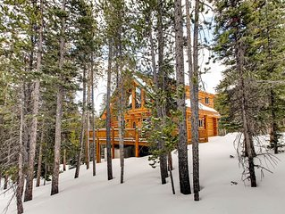 Luxurious Log Chalet Near Breck Ski Resort with Hot Tub & Game room- Pincone Mou