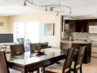 Bright Cheerful Condo with Great Beach View! 301