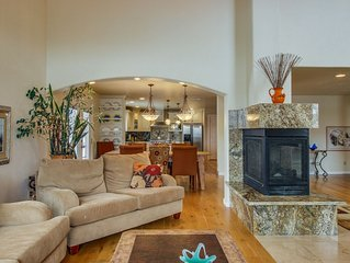 Dog-friendly home w/ fireplaces & wet bar - perfect for families!