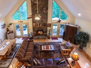 Cedar mountain chalet w/ stone fireplace, deck & hot tub