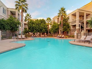 Dog-friendly condo in the heart of Tempe w/ shared pool/hot tub/gym