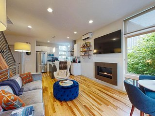 New modern townhome w/ rooftop deck & view of the Seattle skyline!