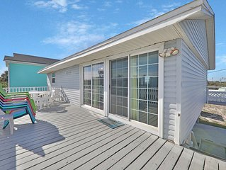 Family-friendly, 2-level home w/deck - walk to beach, 1 dog welcome