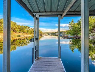 NEW LISTING! Lakefront home w/boat dock, deck, balcony - close to Austin!